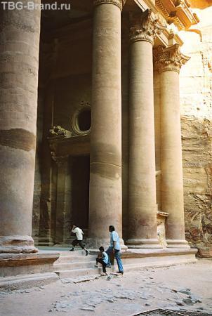 Петра. Колонны гробницы