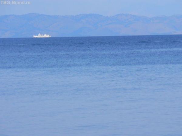Осторожно! Слева от кораблика - Олбания.