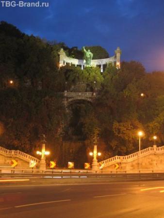 Будапешт. Памятник Гелерту