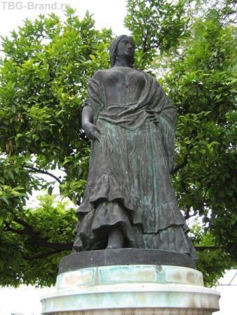 Испания. Севилья. Памятник Кармен