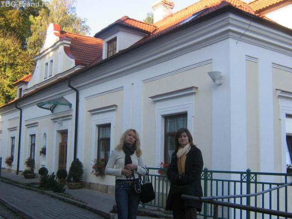 Маленький отель рядом с огромным замком