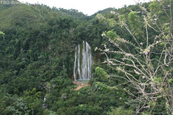 Водопад в горах, ну очень высоко...