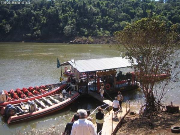 Лодки на водопаде