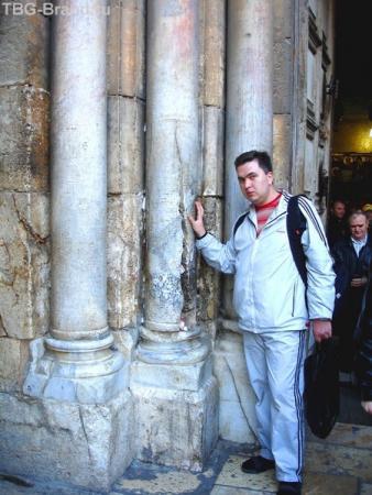 Знаменитая треснувшая колонна