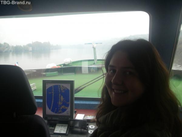 на капитанском мостике - навигатор нашего корабля