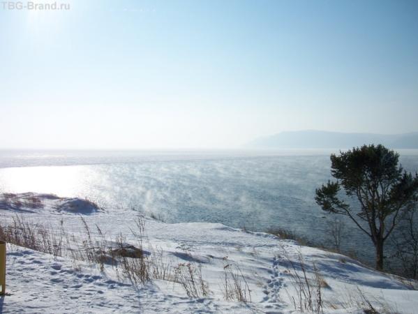поражающая воображение граница вечно бурлящей Ангары и замерзающего на 8 месяцев в году Байкала!