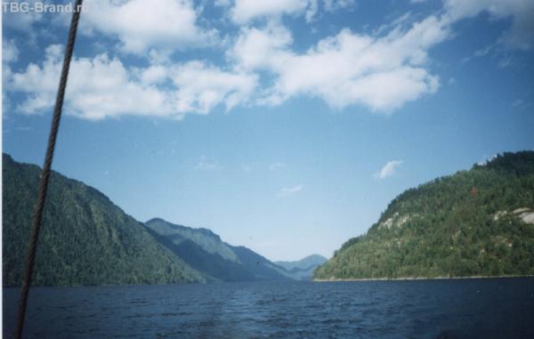 Телецкое озеро в ясный день