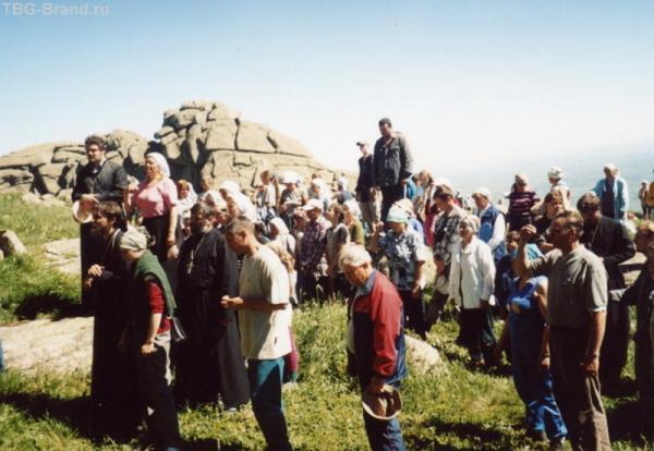 Акафист на вершине Синюхи (фото Барнаульской епархии 2003 г.)