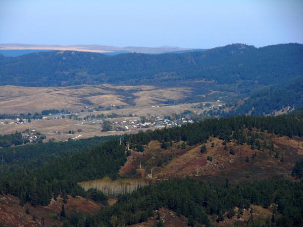 Вид на село с Колыванского хребта