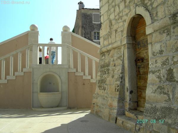 Умаг. Остатки античной виллы с лестницей и фонтаном.