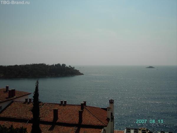 Ровинь. Вид  с террасы на море и острова