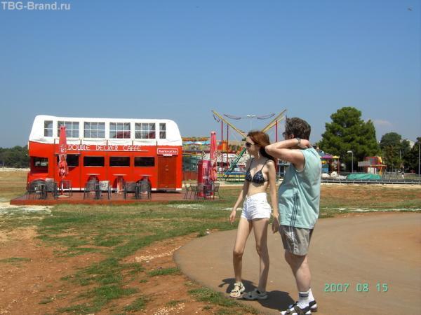 Кафе-автобус и мини-парк развлечений