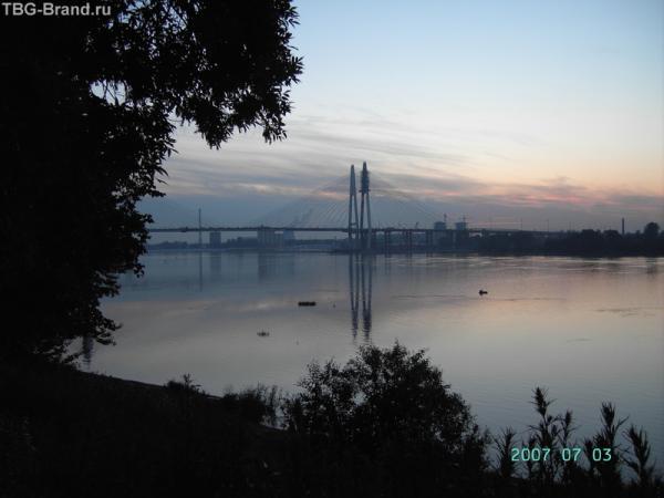 Вантовый мост белой ночью