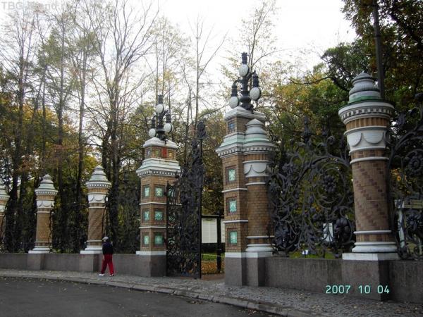 Ворота и решетка со стороны Спаса-на-крови
