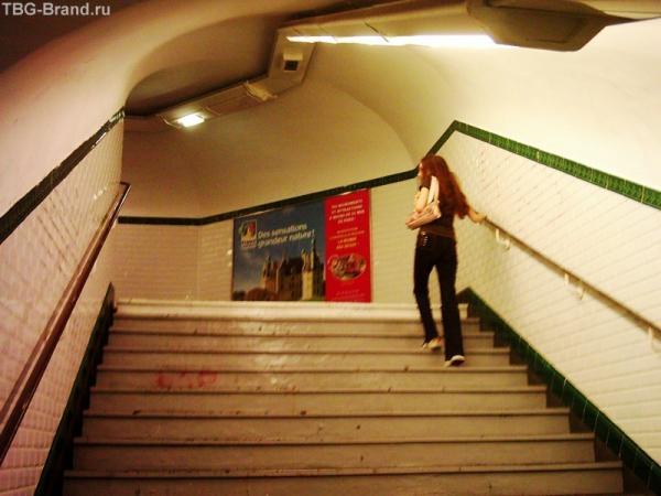 Метро Лесенка к выходу (станция без эскалатора)