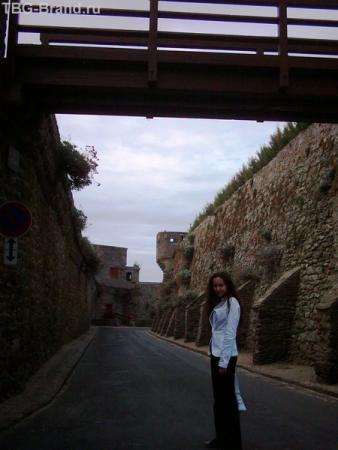 Мостик между стенами