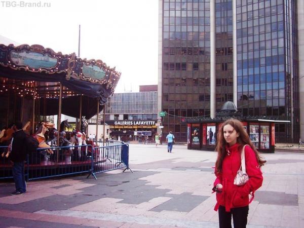 Маленькая карусель у вокзала Монпарнасс