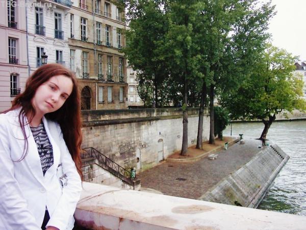 Набережная Святого Льюиса, где можно посидеть и полюбоваться Сеной, Новым мостом, Лувром и башней Эйфеля