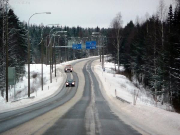 Параллельная лыжня дороги