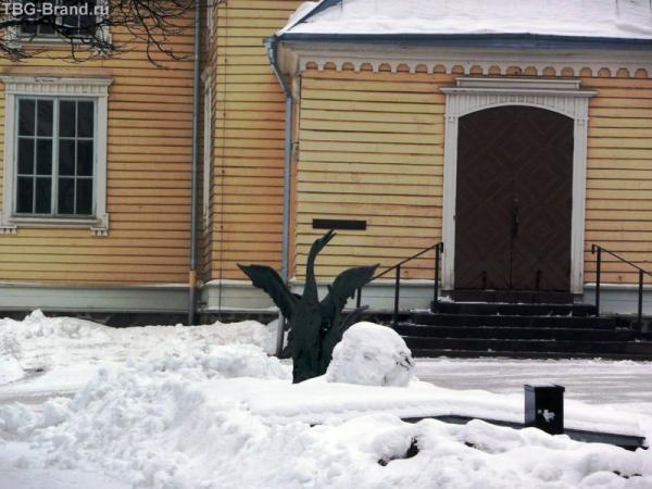 Никогда не видела в России лебедей, а вот в Финляндии - довольно часто. Теперь и зимой :)