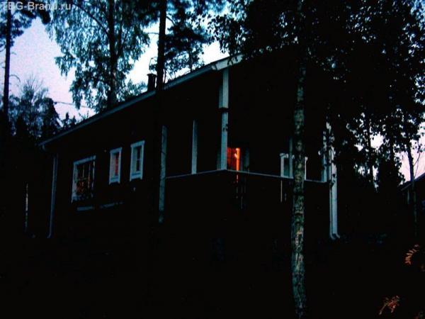 Домик  ночью
