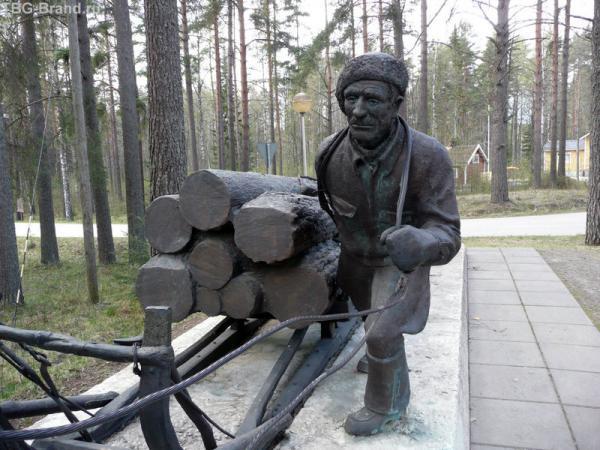 Памятник финнским дровосекам