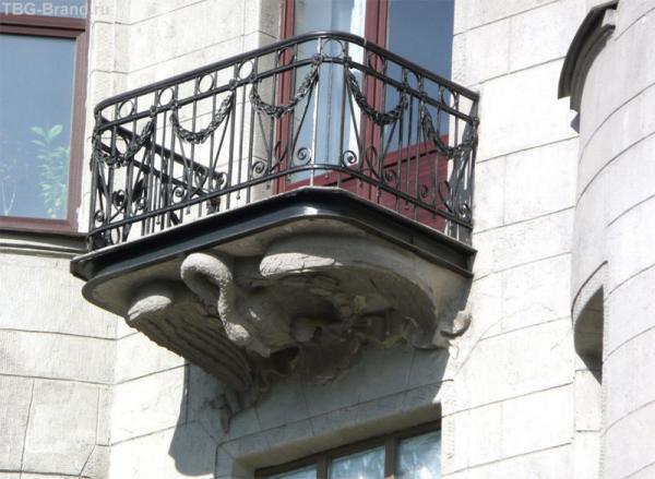 Лебедь - консоль балкона на Лиговском пр., 65