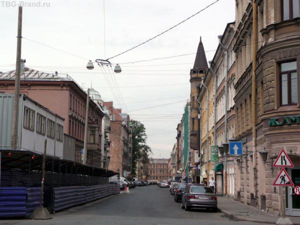 Стремянная ул. Дом Бубыря слева перед большим деревом