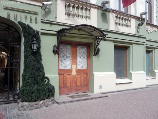 Нарисованная дверь.