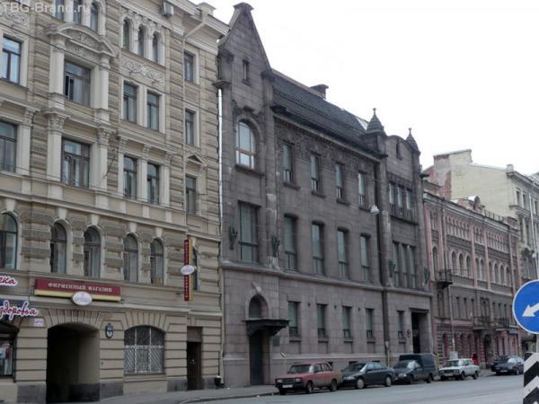 дом № 72 - дом «Торгово-промышленного товарищества Ф. Г. Бажанова и А. П. Чувалдиной»; 1907—1909 год, архитектор П. Ф. Алёшин