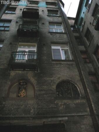 третий двор - витражи на окнах