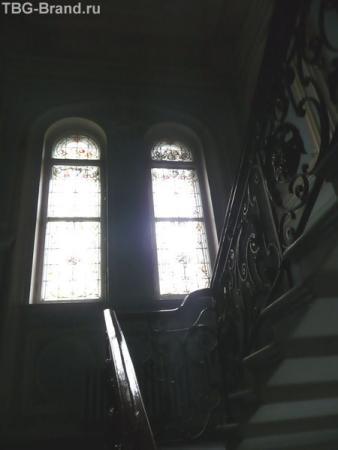 """Знаменитые """"цветные стекла"""". Хорошие фотографии есть на сайте музея - там хорошо виден рисунок и цвет точен."""