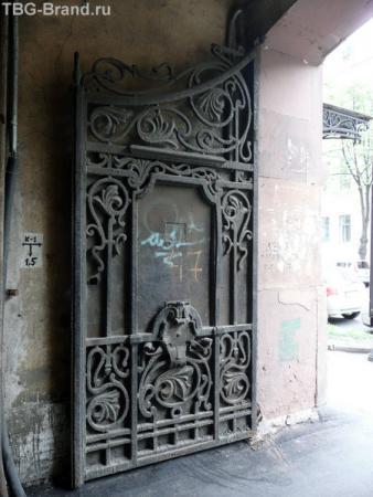 Вторая створка ворот двора.