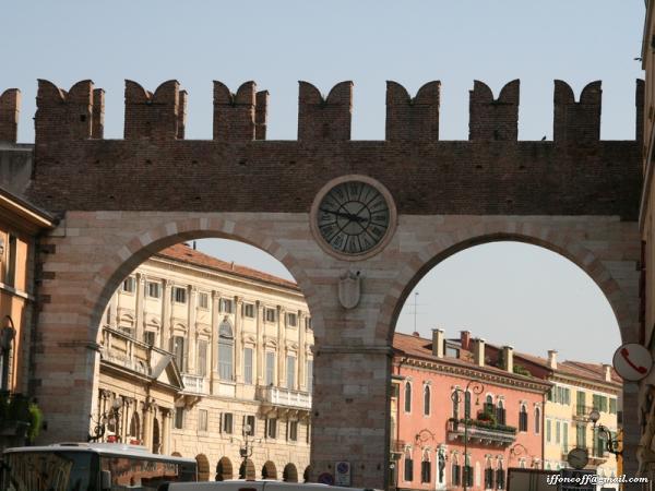 Возле ворот старого города.
