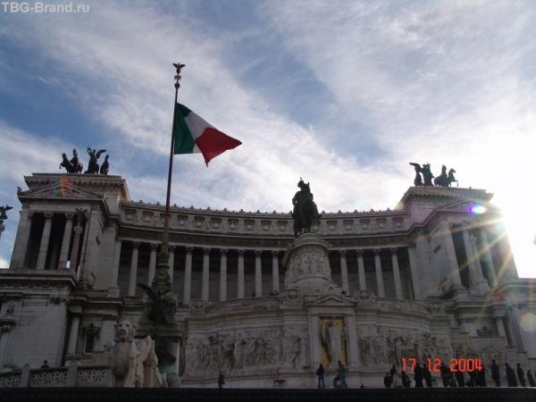 """Монумент обьединения Италии Римляне называют """"пишущая машинка"""""""