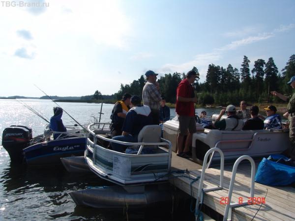 Баржа для сильно крутых рыболовов