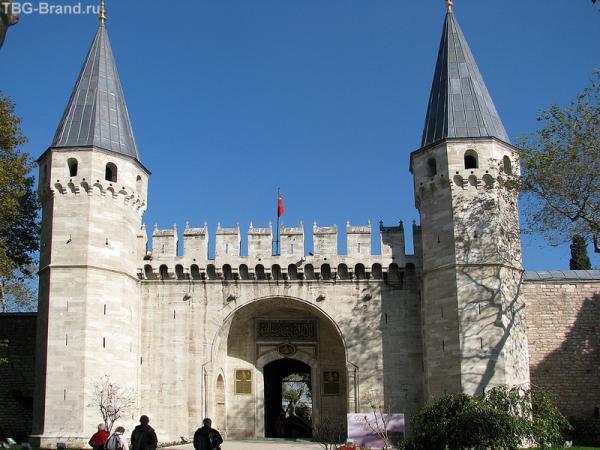 Вход во 2 - й двор дворца