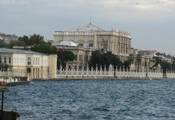 Дворец Долмабахче. Вид почти с моря...