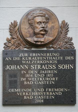 Здесь были.... Очень многие знаменитости, кстати, и Хрущев жаловал. Но куда ему до Штрауса !
