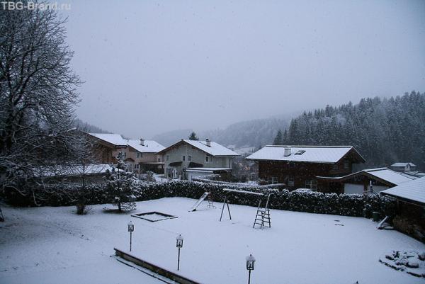 Утром включили снег.