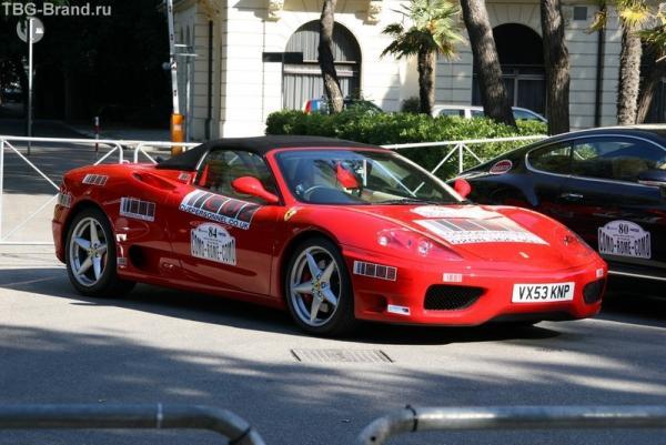 Участники автопробега Комо - Рим - Комо. Столько суперкаров на квадратный метр никогда не видел !