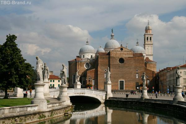 Прато делла Валле и церковь