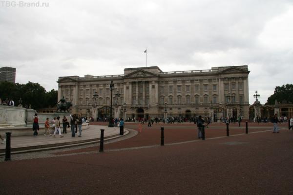 Букингемский дворец анфас...