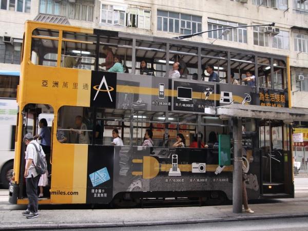 В Гонконге очень популярны старые английские двухэтажные трамваи. Самый дешевый вид транспорта - 8 рублей поездка.