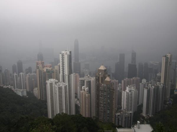 Гонконг. Вид с Пика Виктории. Погода прямо как в Лондоне.