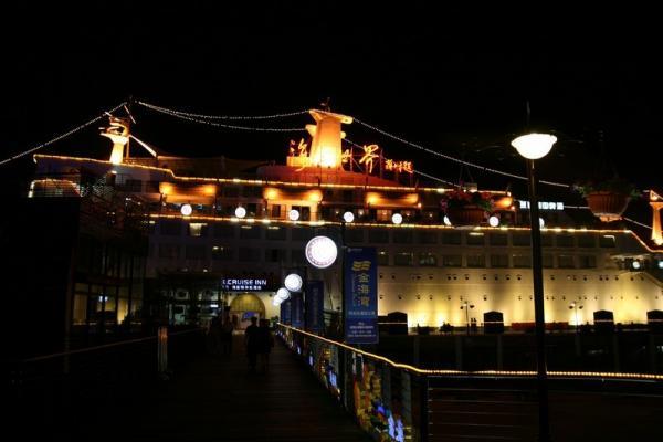 Вечерний Шеньчжень. Корабль, превращенный в развлекательный центр.