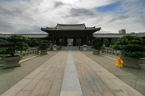 Это фото и далее - в монастыре Чи Линь.