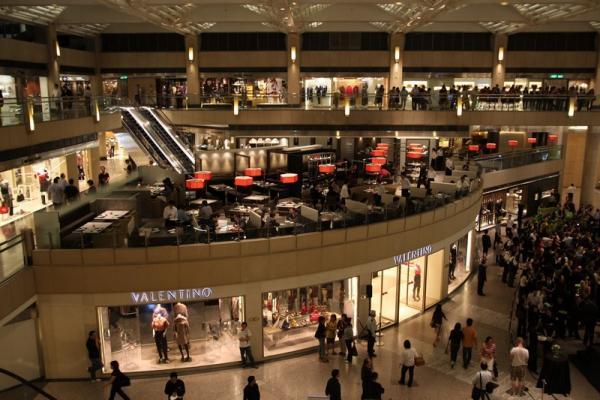 Выйдя из метро сразу попадаешь в торговый центр.