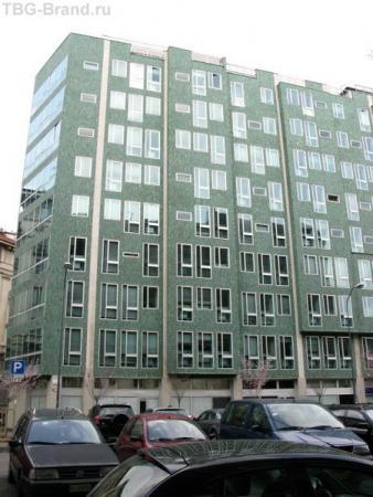 Современное здание напротив нашей гостиницы было хорошим ориентиром:)