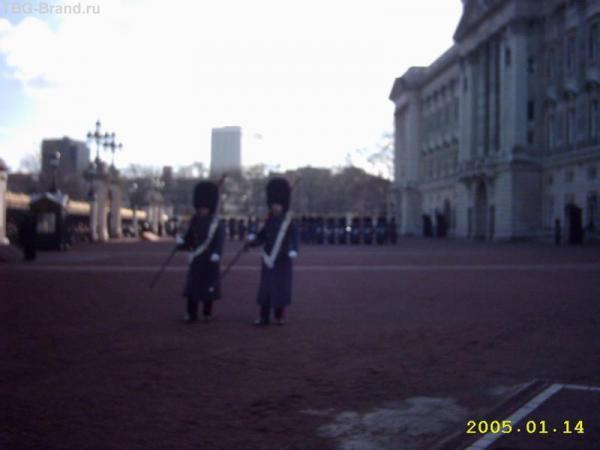 Смена караула. Букингемский дворец